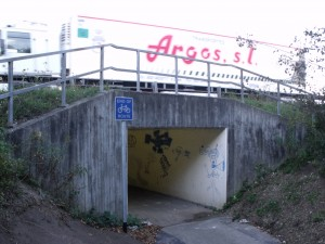 Entrance to underpass at Tesco side. Note: Its the end of the cycle route